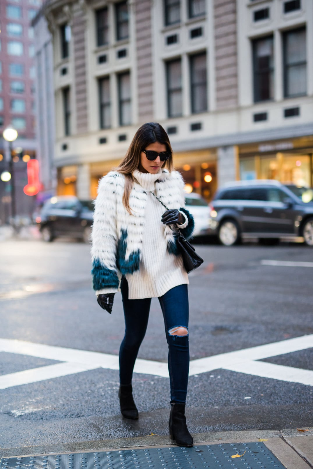 Black leather gloves with fur - Pam Hetlinger Wearing A Glamorous Faux Fur Jacket Topshop Jeans Aldo Booties