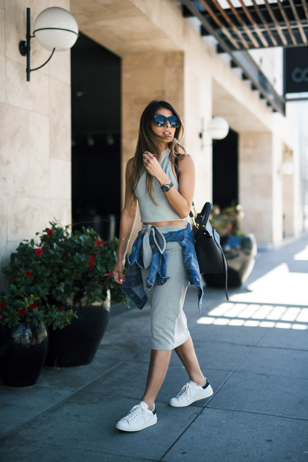 How to look chic in white sneakers - The Girl from Panama