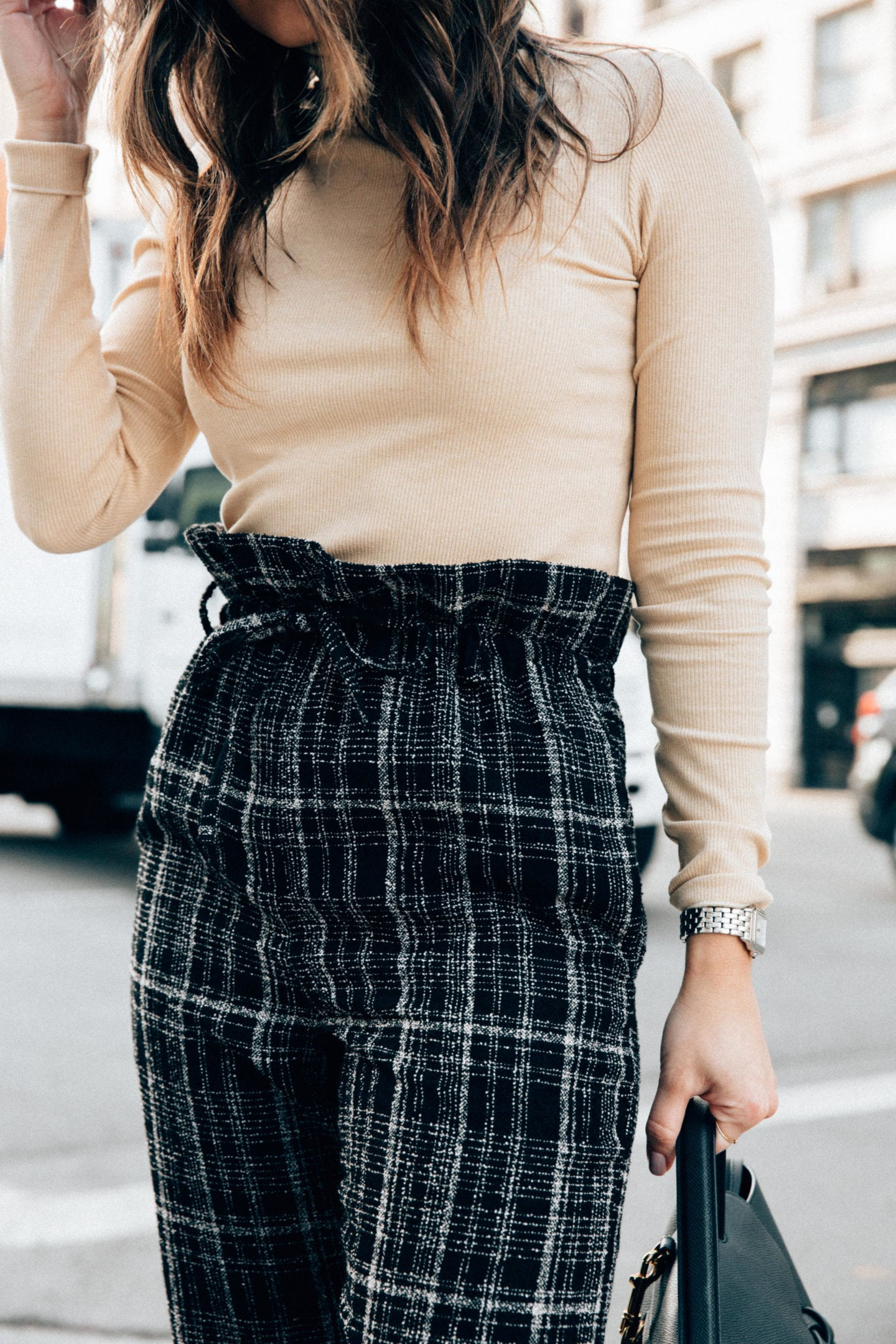 How to Set Realistic New Year's Resolutions - Green Plaid Trousers with Tan Turtleneck Sweater | Thegirlfrompanama.com